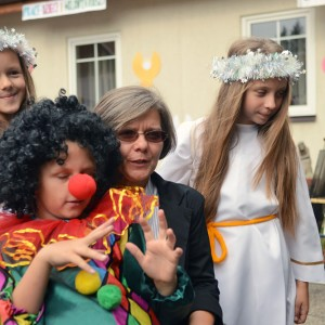 """Siostra Małgorzata ze świetlicy """"Dom, który czeka""""."""